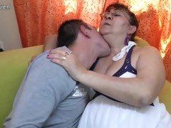 Real old granny sucking a hard young cock